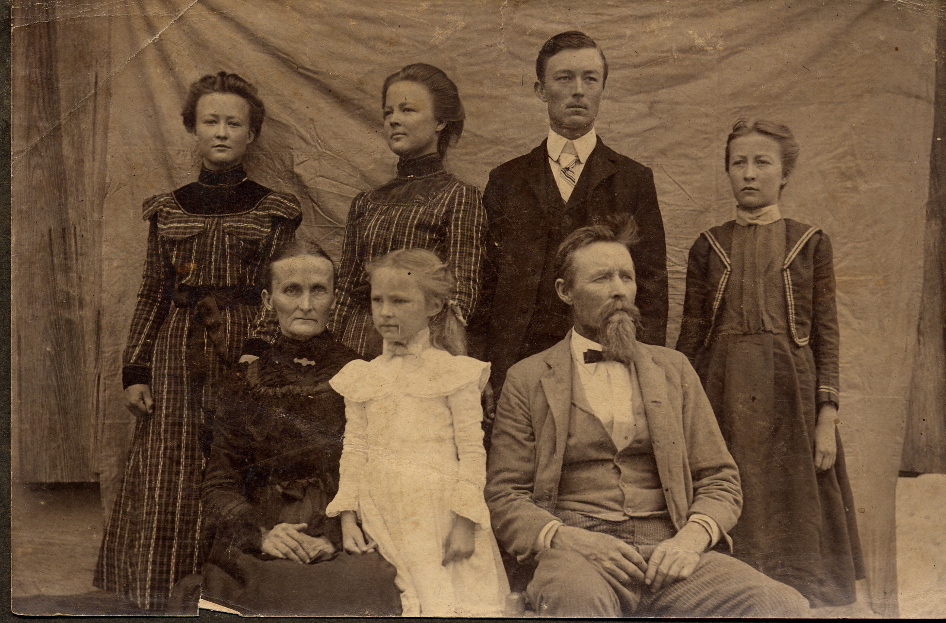Assuming that this was the entire Scarborough family, this picture was  taken in 1902, between April 2 and July 23. This was between the death of  Matthew ...