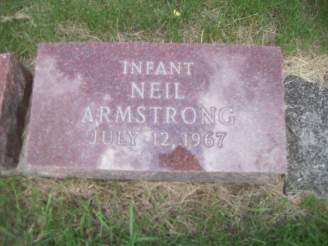 when did neil armstrong tombstone - photo #17
